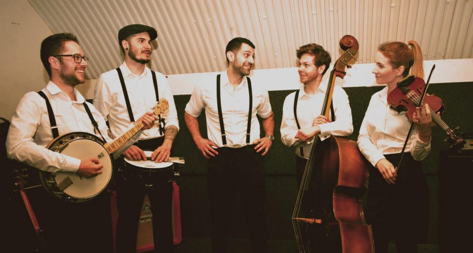 5 Tips For Hiring Music For Your Wedding Reception